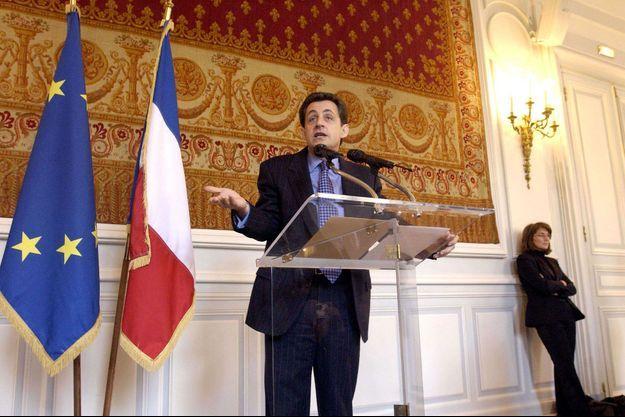 Nicolas Sarkozy en janvier 2003, avec celle qui était alors son épouse, Cécilia. A l'époque, elle était employée à mi-temps par Joëlle Ceccaldi-Raynaud.