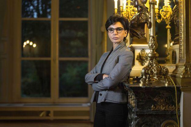 Sous la Marianne en bronze, la dame de fer tout juste désignée candidate LR. A la mairie du VIIe arrondissement, le 15 novembre 2019.