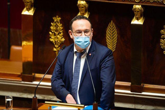 Le patron des députés Les Républicains, Damien Abad, s'exprime à l'Assemblée, jeudi.