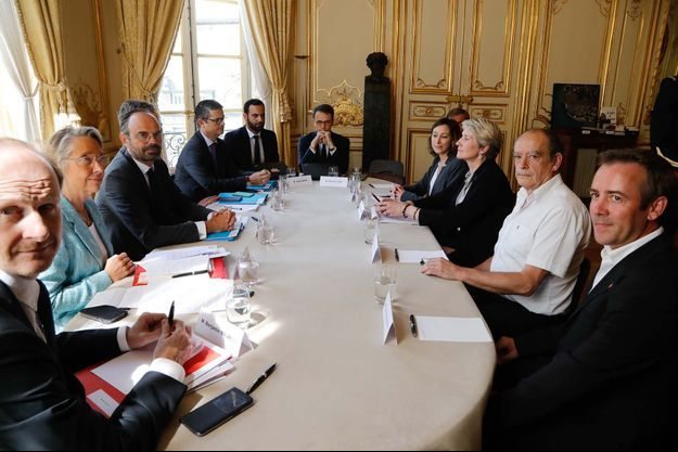 Le Premier ministre Edouard Philippe a reçu les syndicats de la SNCF à Matignon.