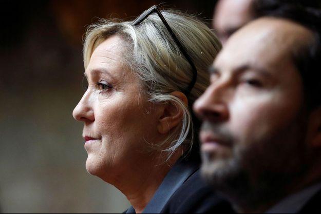 Marine Le Pen et le député RN Sébastien Chenu à l'Assemblée nationale mardi.