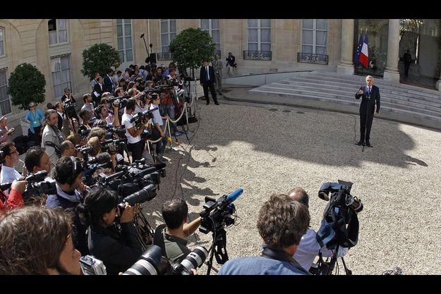 Jean-Marc Ayrault dans la cour de l'Elysée, après le conseil des ministres, mercredi.