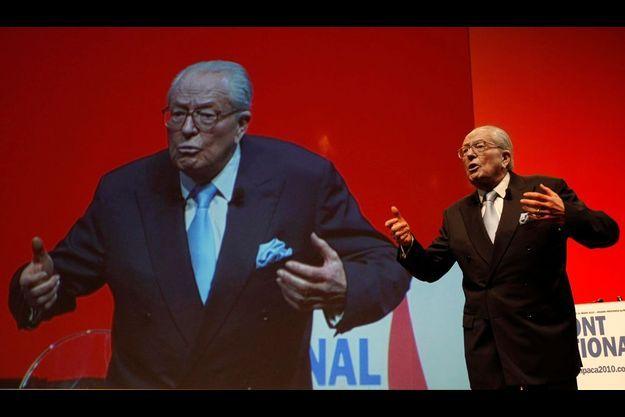 Pour ce qui devrait être sa dernière campagne électorale, Jean-Marie Le Pen compte sur une quadrangulaire en PACA et rêve d'une victoire.