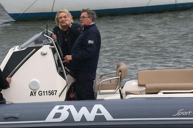Florent de Kersauson a emmené Marine Le Pen en balade dans le port de La Trinité.