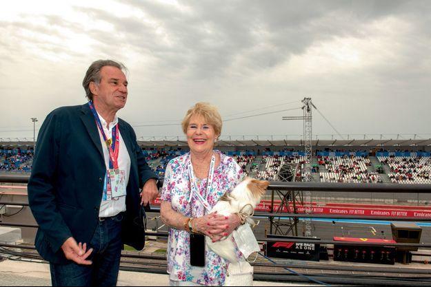 Renaud Muselier et sa mère, Sylviane, 93 ans, avec son chien Nouki, sur le circuit du Castellet, le 20 juin.