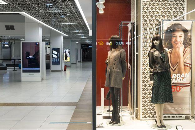 Le centre commercial Saint-Sever à Rouen et ses boutiques fermées, le 13 novembre.