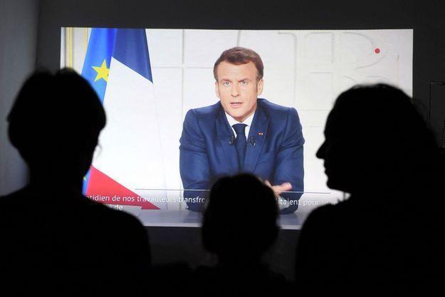 À Marseille, devant l'allocution télévisée d'Emmanuel Macron.