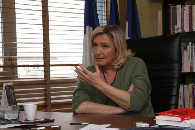 Marine Le Pen dans son bureau à Nanterre en février