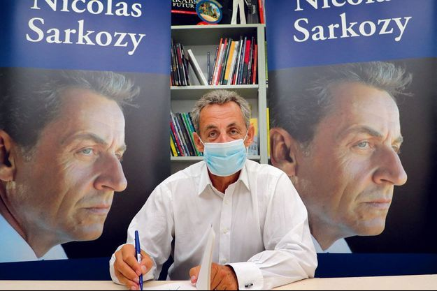 Sarkozy Dedicaces Et Mariage A La Baule