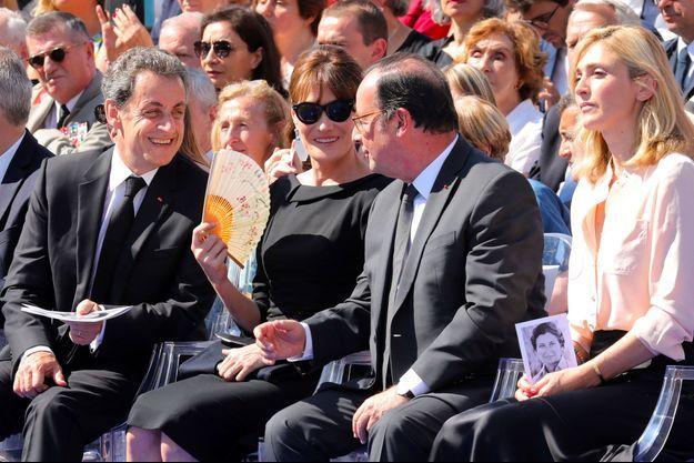 Nicolas Sarkozy et Carla Bruni aux côtés de François Hollande et Julie Gayet, le 1er juillet, lors de la cérémonie d'entrée de Simone Veil au Panthéon.