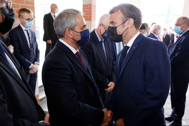 Xavier Bertrand et Emmanuel Macron, mardi 14 septembre à Roubaix.