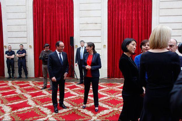 Sourires complices au sommet de l'Etat… François Hollande et Ségolène Royal lors de la présentation des vœux au gouvernement, le 5 janvier.