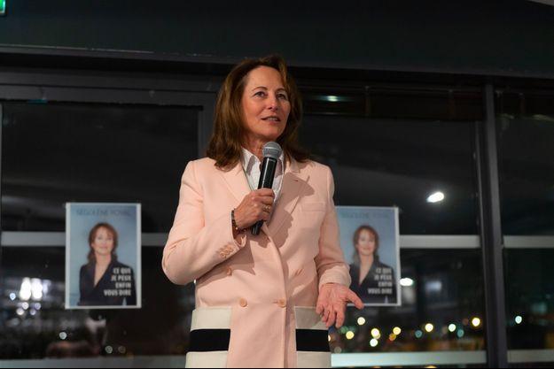 """Ségolène Royal lors d'une dédicace de son livre, """"Ce que je peux enfin vous dire"""", en janvier 2019, à Alfortville, dans le Val-de-Marne."""