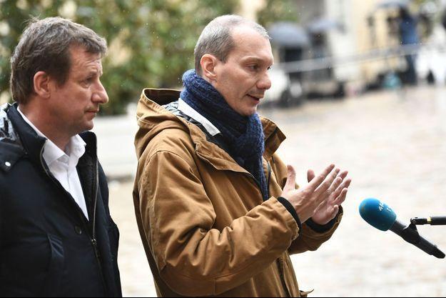 Yannick Jadot et David Cormand, d'Europe Ecologie-Les Verts, à Matignon, le 3 décembre.