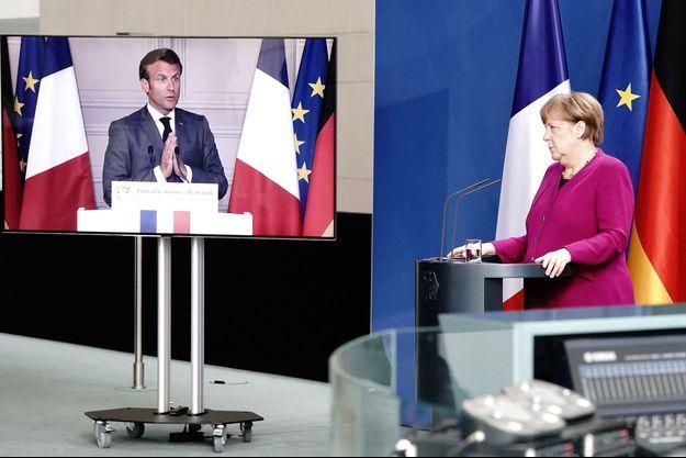 Emmanuel Macron au cours d'une conférence de presse avec Angela Merkel, par visioconférence.