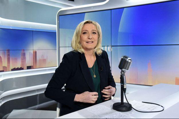 Marine Le Pen mardi sur le plateau de BFM TV.