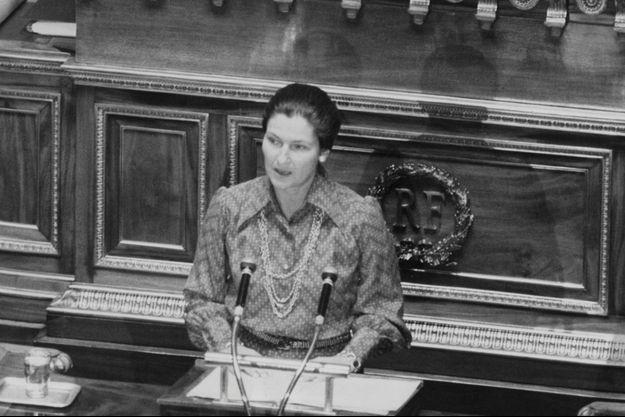 Simone Veil au Sénat, le 13 décembre 1974.