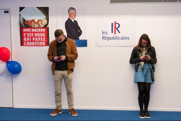 Au siège des Républicains, dimanche soir.