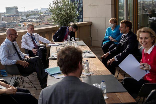 Les dirigeants européens se sont réunis à Bruxelles, notamment en présence d'Angela Merkel et Emmanuel Macron.