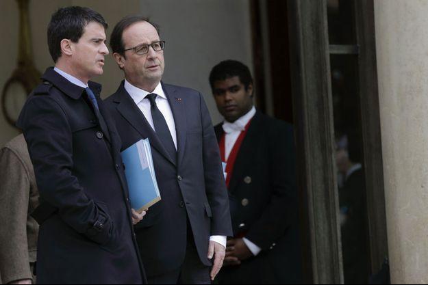 Manuel Valls et François Hollande sur le perron de l'Elysée, le 10 janvier, lors d'une réunion de crise.