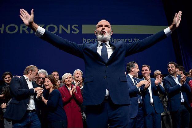 Applaudi au Havre le 9 octobre, Édouard Philippe séduit aussi les Français sondés par notre enquête avec 58 % de bonnes opinions et une 2e place au palmarès.