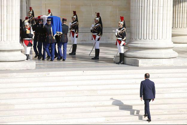 François Hollande gravit les marches du Panthéon, mercredi dernier.