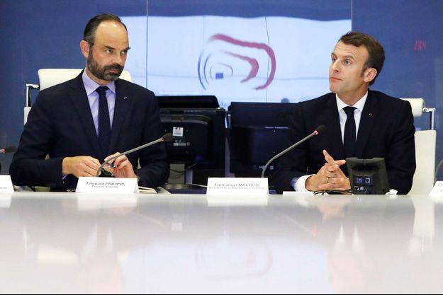 """Edouard Philippe et Emmanuel Macron, le 16 mars au ministère de l'Intérieur, après les débordements en marge de l'acte XVIII des """"gilets jaunes""""."""