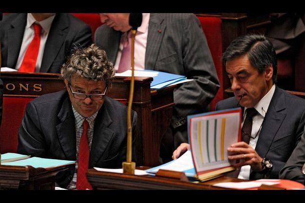 Jean-Louis Borloo et François Fillon sur le banc du gouvzrnement à l'Assemblée.