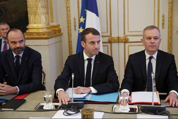Edouard Philippe, Emmanuel Macron et François de Rugy à l'Elysée, lundi.