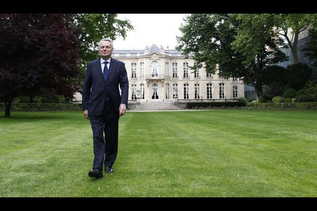 Jean-Marc Ayrault, dans les jardins de Matignon la semain dernière. Selon notre enquête Ifop, le Premier ministre peut espérer une majorité solide.