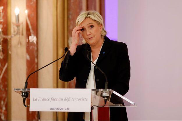 Marine Le Pen lors d'une conférence de presse à Paris, lundi.