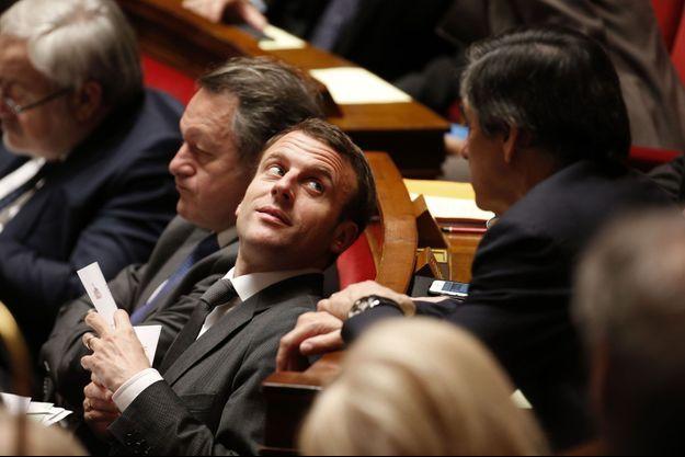 Emmanuel Macron à l'époque ministre et François Fillon, à l'Assemblée nationale le 17 mars 2015.
