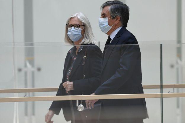 Penelope et François Fillon, lundi lors de leur arrivée au tribunal.