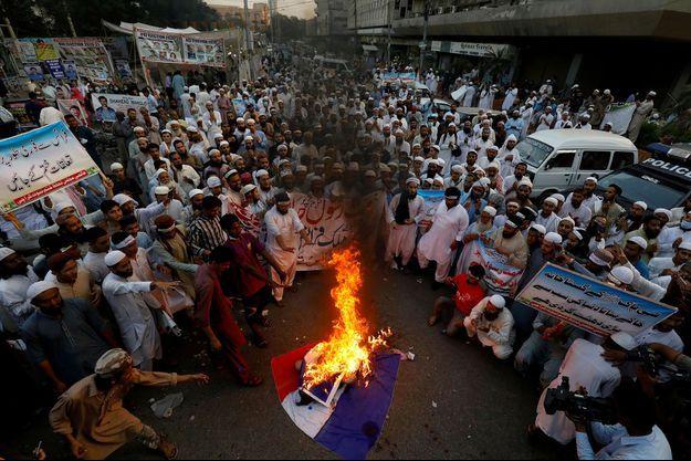 Manifestation anti-française à Karachi, au Paklistan, samedi.