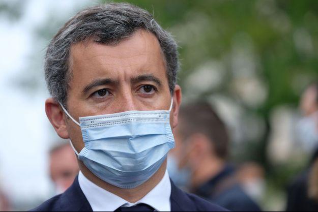 Gérald Darmanin, vendredi sur les lieux de l'attaque au hachoir, dans le quartier des anciens locaux de Charlie Hebdo.