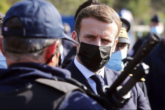 Emmanuel Macron jeudi au col du Perthus, dans les Pyrénées-Orientales