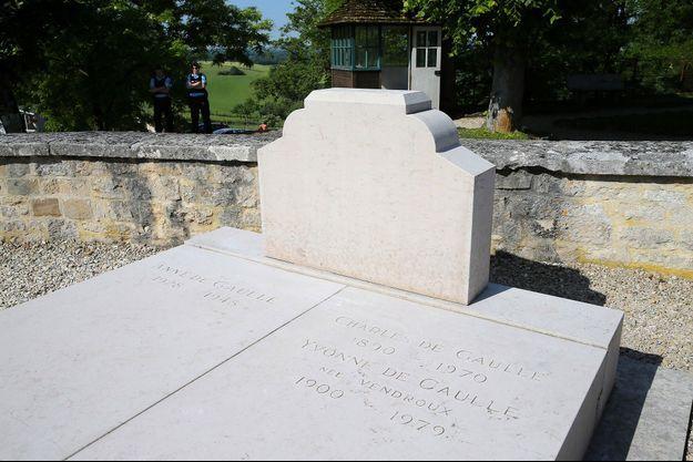 La tombe du général de Gaulle, au lendemain de vandalisation, à Colombey-les-deux-Eglises.