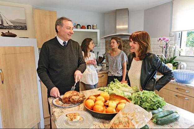 Jean-Luc Moudenc avec sa femme et ses deux filles.