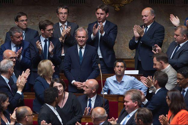 François de Rugy debout, François Ruffin assis sur les bancs de l'Assemblée nationale.