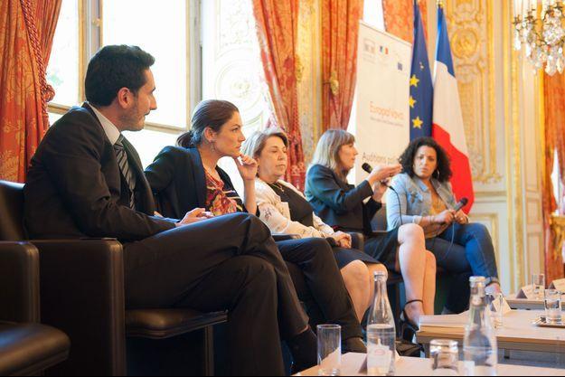 Guillaume Klossa, fondateur d'Europa Nova, aux côtés de trois candidates aux élections européennes : Chantal Jouanno, Corinne Lepage et Christine Revault d'Allonnes-Bonnefoy. Au fond, la journaliste Nora Hamadi.