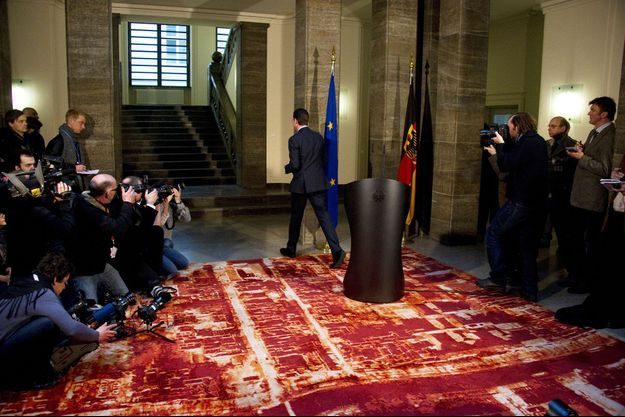 1er mars 2011, à Berlin : le ministre de la Défense, Karl-Theodor zu Guttenberg, vient d'annoncer sa démission. Sa faute : il avait plagié sa thèse de doctorat.