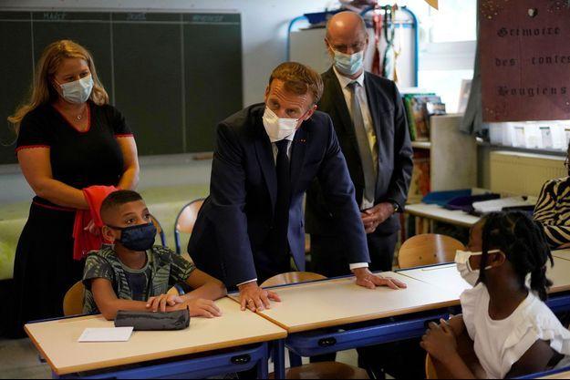 Emmanuel Macron et Jean-Michel Blanquer dans une école de Marseille.