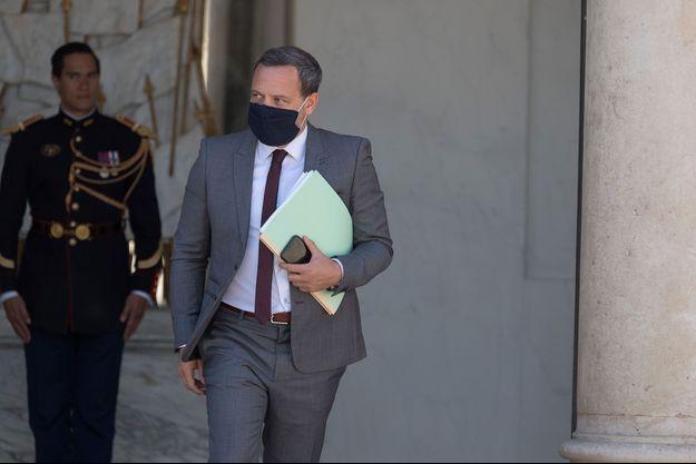 Adrien Taquet, mercredi à la sortie du Conseil des ministres.