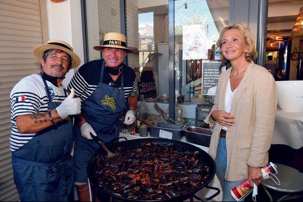 Déjeuner en compagnie des élus et des militants de son mouvement Libres ! au restaurant Panis et Fils. L'une des spécialités de la maison : les moules farcies.
