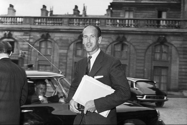 Le jeune secrétaire d'Etat Valéry Giscard d'Estaing lors d'un conseil des ministres à l'Elysée, en 1959.