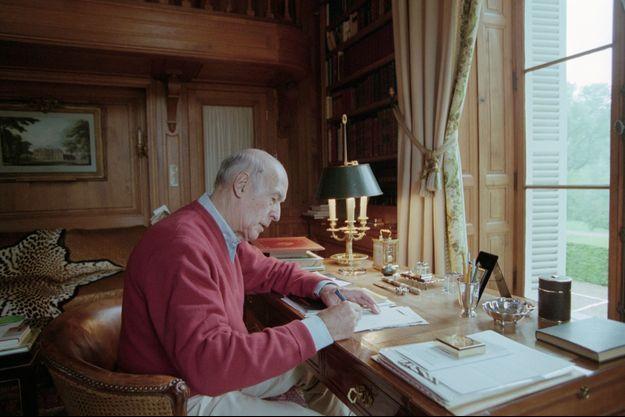 Le 15 juin 1998, Valéry Giscard d'Estaing chez lui, dans sa propriété de Authon en Sologne.