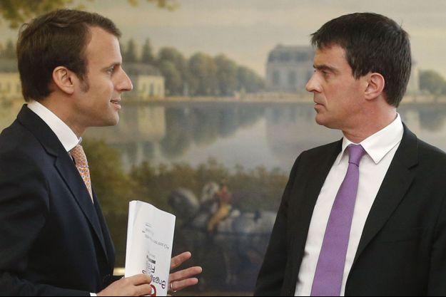 Emmanuel Macron, alors conseiller de François Hollande, face à Manuel Valls, le 7 mai 2014.