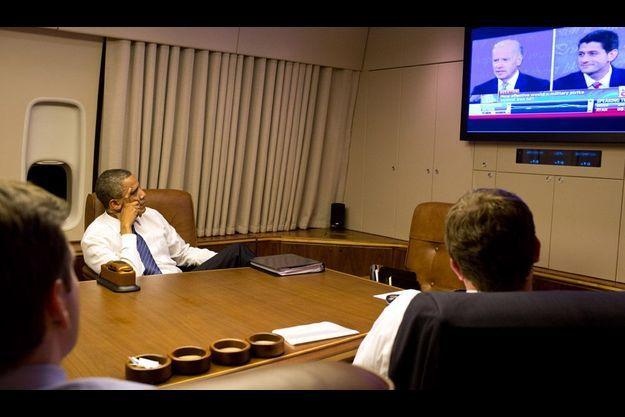 Barack Obama a suivi le débat Ryan-Biden à bord d'Air Force One.