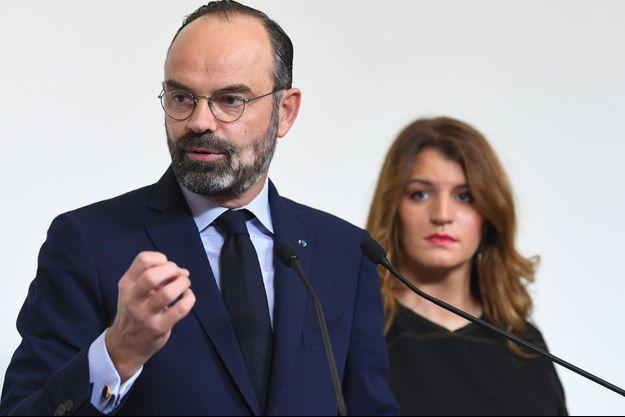 """Edouard Philippe et Marlène Schiappa lundi à Matignon pour la conclusion du """"Grenelle des violences conjugales""""."""