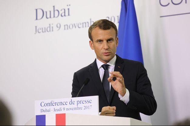 Emmanuel Macron en conférence de presse à Dubaï.